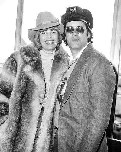 This is an image of Photograph & Poster of The Captain and Tennille 195211