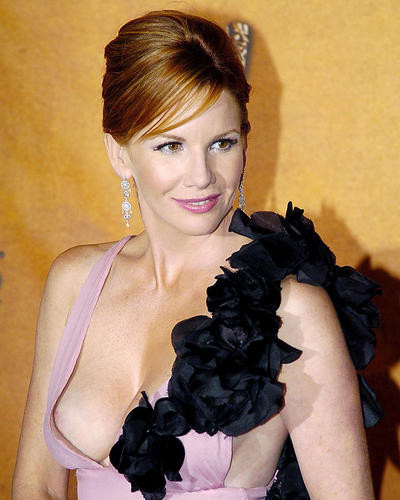 This is an image of Photograph & Poster of Melissa Gilbert 285436