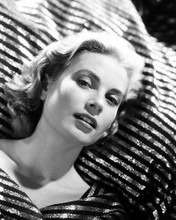 This is an image of Photograph & Poster of Grace Kelly 199633
