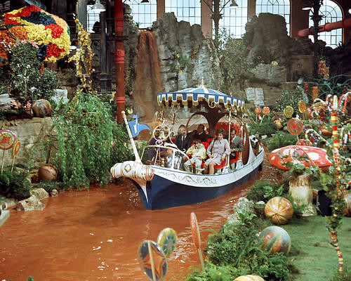 This is an image of Photograph & Poster of Willy Wonka and the Chocolate Factory 291462