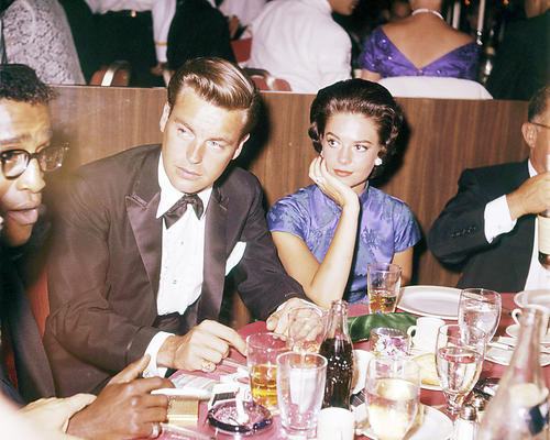 This is an image of Photograph & Poster of Natalie Wood and Robert Wagner 293355