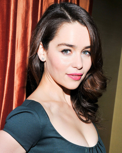 This is an image of Photograph & Poster of Emilia Clarke 297149