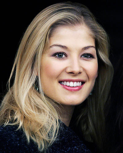 This is an image of Photograph & Poster of Rosamund Pike 287361