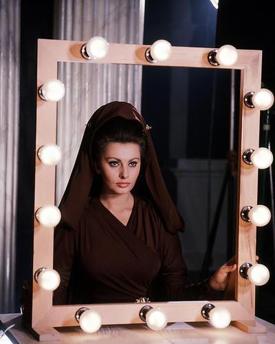 Movie Market Photograph Poster Of Sophia Loren 288120