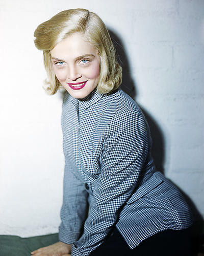This is an image of Photograph & Poster of Lizabeth Scott 288799