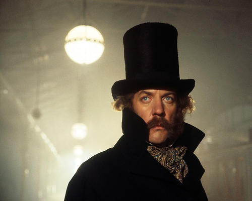 This is an image of Photograph & Poster of Donald Sutherland 288679