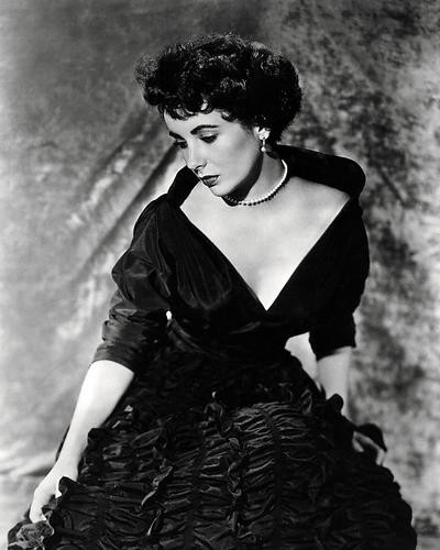 This is an image of Photograph & Poster of Elizabeth Taylor 197279