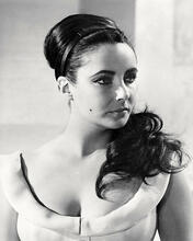 This is an image of Photograph & Poster of Elizabeth Taylor 198425