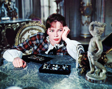 This is an image of Photograph & Poster of Leslie Caron 290947