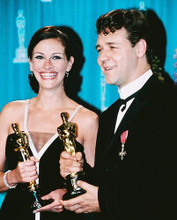 This is an image of 246550 Julia Roberts and Russell Crowe Photograph & Poster