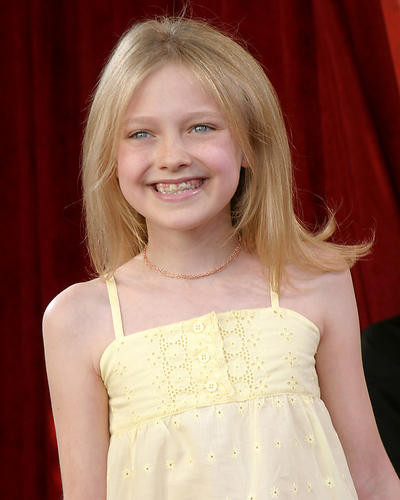 This is an image of 270965 Dakota Fanning Photograph & Poster