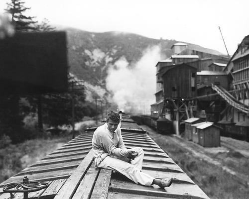 This is an image of 187116 James Dean Photograph & Poster