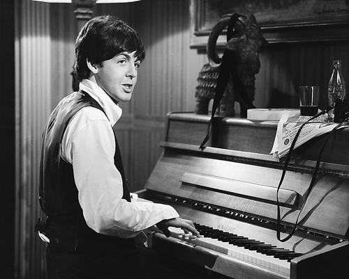 This is an image of 171797 Paul McCartney Photograph & Poster
