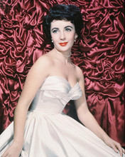 This is an image of 230681 Elizabeth Taylor Photograph & Poster