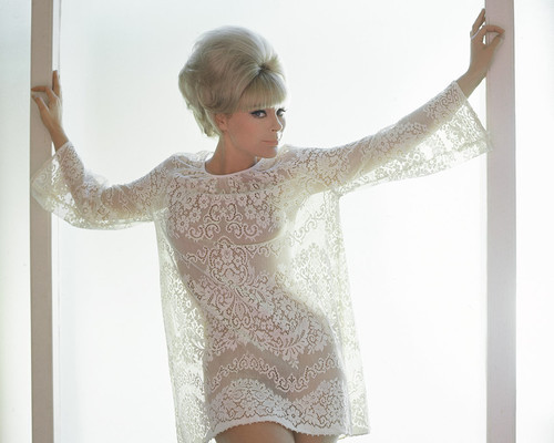 This is an image of Prints & Posters of Elke Sommer 202556