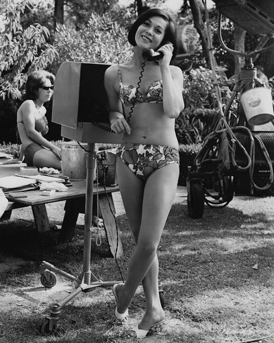 This is an image of Prints & Posters of Nancy Kwan 104854