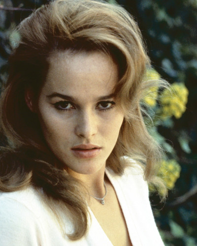 This is an image of Prints & Posters of Ursula Andress 202701