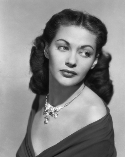 This is an image of Prints & Posters of Yvonne De Carlo 105360
