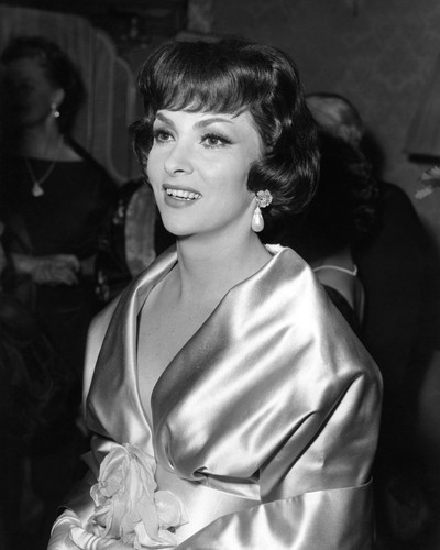 This is an image of Prints & Posters of Gina Lollobrigida 105479