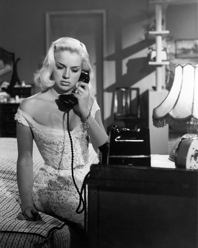 This is an image of Prints & Posters of Diana Dors 106047