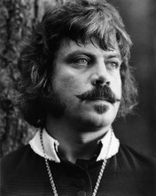 This is an image of Prints & Posters of Oliver Reed 106601