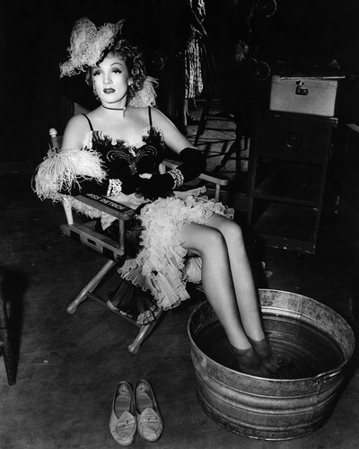 This is an image of Prints & Posters of Marlene Dietrich 106389