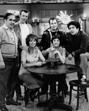 This is an image of Prints & Posters of Laverne and Shirley 106731