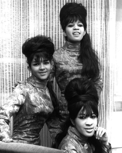 This is an image of Prints & Posters of The Ronettes 106407