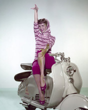 This is an image of Prints & Posters of Debbie Reynolds 203837