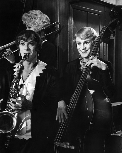 This is an image of Prints & Posters of Some Like It Hot 106937