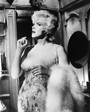 This is an image of Prints & Posters of Some Like It Hot 106949