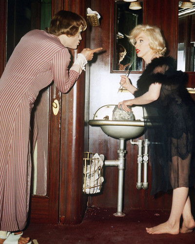 This is an image of Prints & Posters of Some Like It Hot 204184