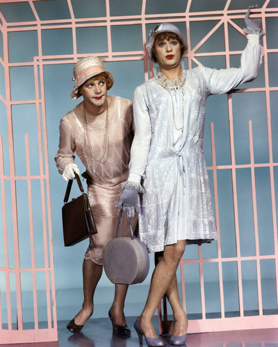 This is an image of Prints & Posters of Some Like It Hot 204295