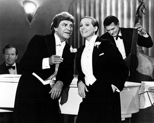 This is an image of Prints & Posters of Victor/victoria 107355