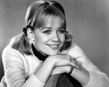 This is an image of Prints & Posters of Judy Geeson 107104