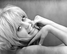 This is an image of Prints & Posters of Goldie Hawn 107133