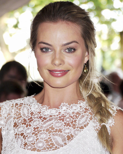 This is an image of Prints & Posters of Margot Robbie 204460