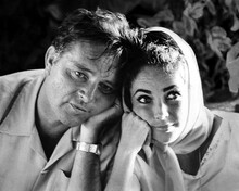 This is an image of Prints & Posters of Elizabeth Taylor and Richard Burton 107228
