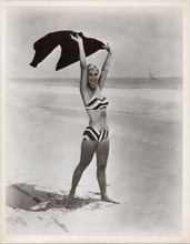 Joanne Woodward full length pose in bikini on beach 5x7 inch photo