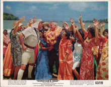 Lee Marvin surrounded by Hawaiian girls Donovan's Reef 5x7 inch publicity photo