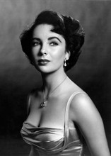 Elizabeth Taylor beautiful in low cut dress formal portrait 5x7 inch photo