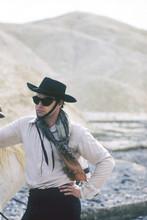 One-Eyed Jacks, Marlon Brando on set wearing sunglasses 4x6 photo