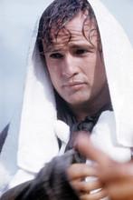 Marlon Brando, Candid on set with towel on head, rare shot 4x6 photo