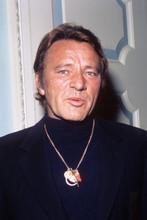 Richard Burton, Wearing large medallion, great image 4x6 photo