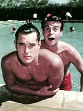 Robert Wagner rare portrait with Jeffrey Hunter in swimming pool 4x6 photo