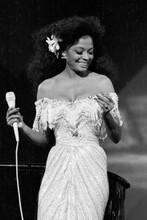 Diana Ross glamorous pose in off shoulder dress in concert 4x6 inch photo
