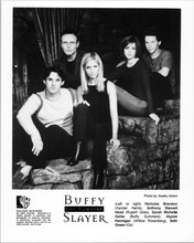 Buffy The Vampire Slayer original 2000 8x10 photo Sarah Michelle Gellar & cast