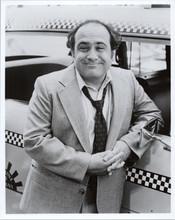 Taxi TV series Danny De Vito portrait as Louie next to cab 8x10 photograph