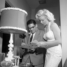 Marilyn Monroe rare on set discussing scene with director 8x10 photo