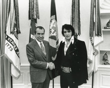 The King meets The President 1970 Elvis Presley Richard Nixon shake hands 8x10